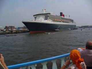 Hamburger Hafen - Verkehr, Wasserfahrzeuge, Passagierschiff, Schiff, Queen Mary 2, Wasser