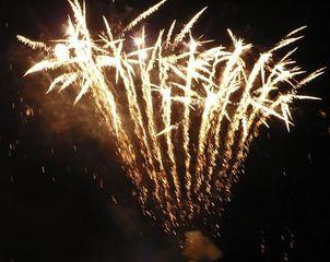 Feuerwerk - Licht, Funken, Feuerwerk, Nacht, Himmel, Lichter, Farben, leuchten, Feuerwerkskörper, pyrotechnische Gegenstände, Pyrotechnik, Rakete, Antrieb, Rückstoß koordinierte Zündung, Zündung, Silvester