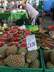 At the market #1 - pines, pineapples, tomatoes, market, fruit, vegetable, market stand, Markt, Verkaufsstand, einkaufen, Obst