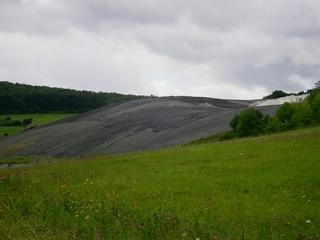 Halde - Steinbruch, Halde, Abfall, planieren, Raupe, Deponie, Mülldeponie, Rekultivierung