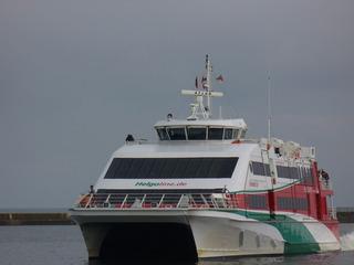 Katamaranfaehre - Helgoland, Hochseeinsel, Faehre von Cuxhaven nach Helgoland, Katamaran, schnell, Ueberfahrt ohne Ausbooten