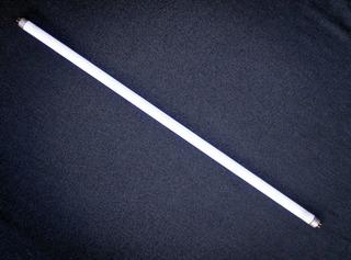 Leuchtstoffröhre - Leuchtstoffröhre, Leuchtstofflampe, Leuchtstoff, Röhre, Leuchte, Strom, Licht, Energie, Elektrizität, Lichtquelle, Beleuchtung, Glaskolben, elektrischer Leiter, thermische Strahlung, Wärmeleitung, Stromkreis, Physik, Glas, Edelgas