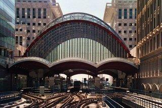 London Canary Wharf - London, Canary Wharf, Docklands, Landeskunde England, Bahnhof, Docklands Light Railway, Bogen, Dachkonstruktion