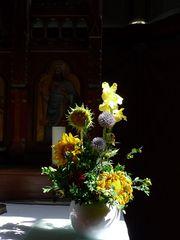 Altarraum #2  - Strauss, Blumenstrauss, Meditation, Stilleben, Altar, Kirche
