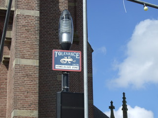 TOLERANCE  UNLTD  - geweldloze zone - Niederlande, niederländisch, gewaltfrei, Toleranz, Tolerance, Straßenschild