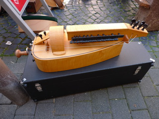 Drehleier #1 - Drehleier, Renaissance, alte Instrumente, Radleier, Kurbel, Streichinstrument, Bordunsaiten