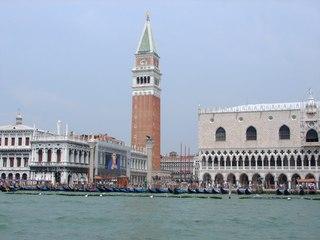 Venedig: Campanile de San Marco und Dogenpalast - Italien, Venedig, Campanile, Dogenpalast, venezianische Gotik, Wahrzeichen, Lagune, Gondel