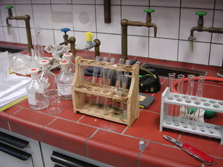 Labor - Chemie, Chemikalien, Labor, Reagenzgläser, Reagenzglas, Reagenzglasständer