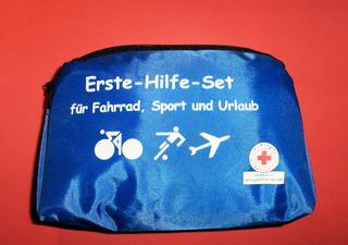 Erste-Hilfe-Set - Erste Hilfe, Set, Unfall, Verletzung, helfen, heilen, Versorgung, versorgen, Wunde, blau