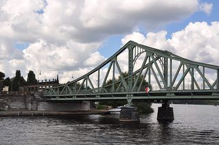Glienicker Brücke - Potsdam, Berlin, Babelsberg, Brücke, Glienicker Brücke, Kalter Krieg, Bundesrepublik, Westberlin, DDR, Agent, Agentenaustausch, Zonengrenze