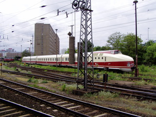 Zug - Zug, modern, fahren, Verkehr, Verkehrsmittel, Transport, Transportmittel, Gleis, Gleisanlagen