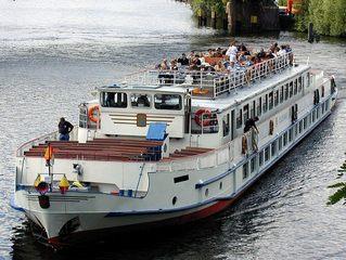 Ausflugsschiff - Verkehr, Ausflugsverkehr, Schiff, Ausflugsschiff, Touristen, Havel, Fluss, Potsdam