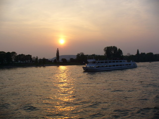 Abendstimmung auf dem Rhein - Wasser, Fluss, Rhein, Abend, Sonnenuntergang, Schiff, Bäume, Romantik, Dämmerung