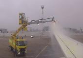 Enteisung eines Flugzeugs #2
