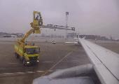 Enteisung eines Flugzeugs #1
