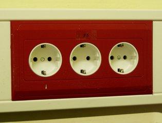 Steckdosenleiste - Steckdose, Steckdosenleiste, dreifach, Strom, Energie, stecken, Schutzkontaktsteckerleiste, Schukostecker, Leiste, Schutz, Elektrizität, drei