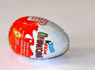Überraschungsei - Überraschungsei, Ü-Ei, Ei, Schokoladenei, Kinderüberraschung, Süßigkeit, Schokolade