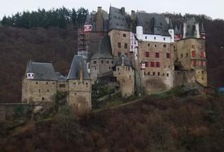 Burg Eltz - Burg Eltz, Burg, Mittelalter, Gotik, Fachwerk, gotisch, Wald, Hügel, Märchenkulisse, Architektur