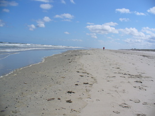 Strand - Strand, Meer, Juist, Nordsee, Muscheln, Ebbe, Fußspuren, Weite, Einsamkeit, Ruhe, Erholung, Wandern, Sand, Spuren im Sand, Meditation, Wolken
