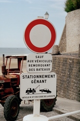 Französische Schilder #4 - Verbot, stationnement, véhicules, bateaux