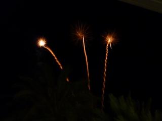 Feuerwerk - Feuerwerk, Nacht, Himmel, Lichter, Farben, leuchten, Feuerwerkskörper, pyrotechnische Gegenstände, Pyrotechnik, Rakete, Antrieb, Rückstoß koordinierte Zündung, Zündung, Silvester