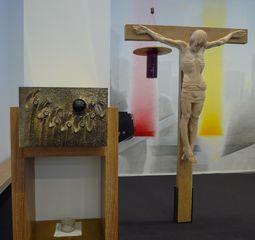 Gottesdienstraum - Jesus, Christus, Kreuz, Liturgie, Plastik, Holzplastik, Tabernakel