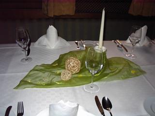 Tischdekoration - Tischdeko, Serviette, Weinglas, Wasserglas, Besteck, Messer, Gabel, Organza