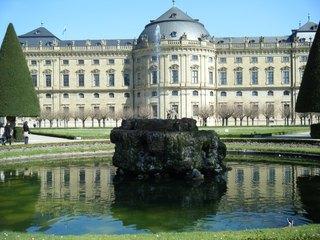 Residenz Würzburg - Residenz, Würzburg, Barock, UNESCO, Weltkulturerbe, Brunnen, Spiegelung