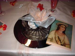 Tischdeko *indisch*#2 - Tischdekoration, indisch, Organza, Platzteller, Glaskugeln, Blüten, Menükarte