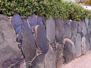 Typische Mauern auf den Kanarischen Inseln #3 - Mauer, Mauern, Mauerbau, Steine, Felsen, Mörtel, Trockenmauer, Kanarische Inseln, Schiefer, Schieferplatten, Befestigung, Begrenzung