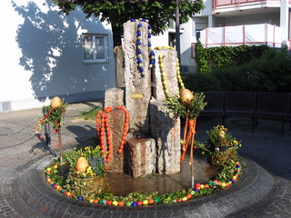 Osterbrunnen #1 - Ostern, Osterbrunnen, Osterbrauch, Osterschmuck, Schmuck, Brauch, Brunnen, schmücken, Ostereier, bunt, Brauchtum