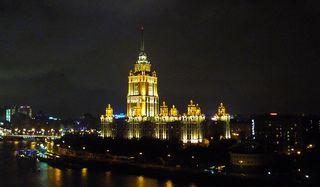 Hotel in Moskau -2 - Hotel, Moskau, Baustil, Stalinarchitektur, Nacht, Stadt