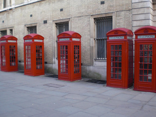 telephone boxes - England, London, telephone, phone, box, Telefonzelle, englisch, rot, telephone box, phone box, Landeskunde UK, Telephone booths, Telephone Booth, telefonieren, Gespräch, Kommunikation, öffentlich, Münztelefon, Telefon, telefonieren