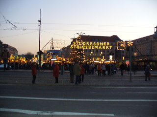 Striezelmarkt - Striezelmarkt, Dresden, Weihnachtsmarkt, Advent, Kerzen, Tannenbäume, Musik, Lebkuchen