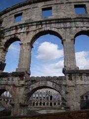 Colosseum von Pula#1 - Kroatien, Pula, Colosseum, Geschichte, Architektur, Bauweise, Bauwerk, Amphitheater, Arkade, Außenfassade, Kalkstein