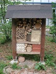 Insektenhotel - Insektenhotel, Insekten, Wildbienen, Bienenhotel, Wespen, Schulgarten, Bruthilfe, Höhlung, Nisthilfe