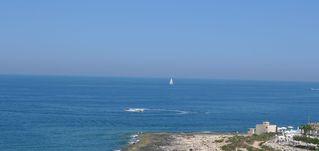Blick auf das Mittelmeer vor Malta - Meer, Segelboot, Wasser, blau, Mittelländisches Meer, Europäisches Mittelmeer