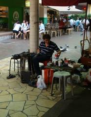 Schuster - Beruf, Schuster, Singapur, Chinatown, Schuhmacher, Handwerk, reparieren, Ausbildungsberuf, Schuhreparatur, Fertigungsberuf