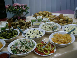 russische Speisen - Essen, Trinken, Speisen, Gerichte, Landeskunde, russisch, Russland, Salat, Pelmeni, Fest, Traditionen, Brauchtum, Tisch