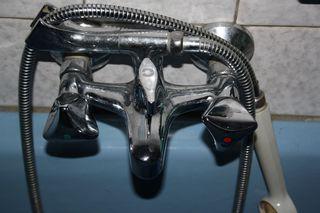 Wasserhahn-Mischbatterie - Wasserhahn, Mischbatterie, Wasser, Chrom, Silber, Spiegelung, Mischarmatur, Ventil, Vermischung, Flüssigkeit, Wasserstrom