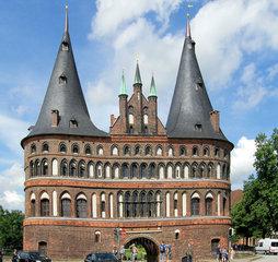 Lübeck, Holstentor #1 - Lübeck, Holstentor, Stadttor, Befestigung, Stadtbefestigung, Wehr, Wall, Geschichte, historisch, Türme, Turm, zwei, Giebel, Tor, Altstadt, Sehenswürdigkeit, Kegel