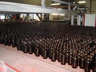 Glasproduktion # 2 - Glas, Flasche, Firma, Betrieb, Herstellung, Prozess, Produktion, heiß, warm, kalt, abkühlen, Kühlung, Kühlofen, Fließband, Chemie, Werkstoff