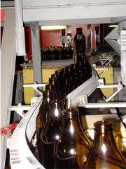 Glasproduktion # 3 - Glas, Flasche, Firma, Betrieb, Herstellung, Prozess, Produktion, Qualität, Kontrolle, kontrollieren, Fließband, Förderband, Chemie, Werkstoff