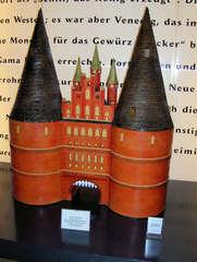 Marzipan #2 - Marzipan, Lübeck, Holstentor, süß, Mandelmasse, Dessert, Skulptur, berühmt