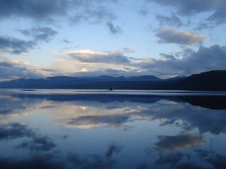 Loch Rannoch 1 - Schottland, See, Spiegelungen, blau, Blautöne, Wolken, Himmel, Loch Raineach, Loch Rannoch, Stausee, Süßwassersee, Gletscher, Eiszeit
