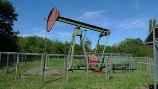 Erdölpumpe - Pumpe, Erdöl, Öl, energie, Energiegewinnung, Erdölpumpe, Erdölgewinnung, Chemie, fossiler Brennstoff