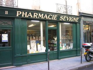 Pharmacie - Paris, Frankreich, pharmacie, Apotheke, Auslage, Medikamente, Arzneimittel, Landeskunde Frankreich