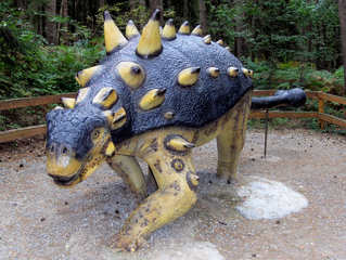 Dinosaurier in einem Dino-Park #24 - Euoplocephalus - Urzeit, Dinosaurier, Saurier, groß, ausgestorben, Urzeittier, Urzeittiere, Echse, Evolution, Drache, Biologie, Dino, Fossil, Euoplocephalus, Pflanzenfresser, Kreide, Stacheln, Platte