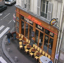 Café/Restaurant in Paris - Paris, Frankreich, Cafe, Restaurant, Lokal, Straßencafe, Landeskunde Frankreich, Draufsicht, Vogelperspektive