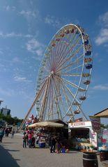 Riesenrad - Riesenrad, Fahrgeschäft, Volksfest, Jahrmarkt, Kirmes, Stahlkonstruktion, Kreis, Radius, Symmetrie, Durchmesser, transportabel, rund, teilen, Sektor, Geometrie, Bruch, Bruchteil, Ferris Wheel